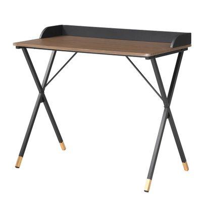 mesa-de-estudo-modelo-bachelor-com-tampo-na-cor-carvalho-e-pernas-na-cor-preta-b