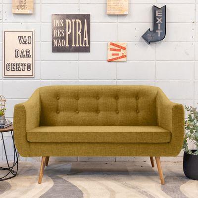 sofa-2-lugares-mimo-linhao-amarelo-base-palito-ambientada